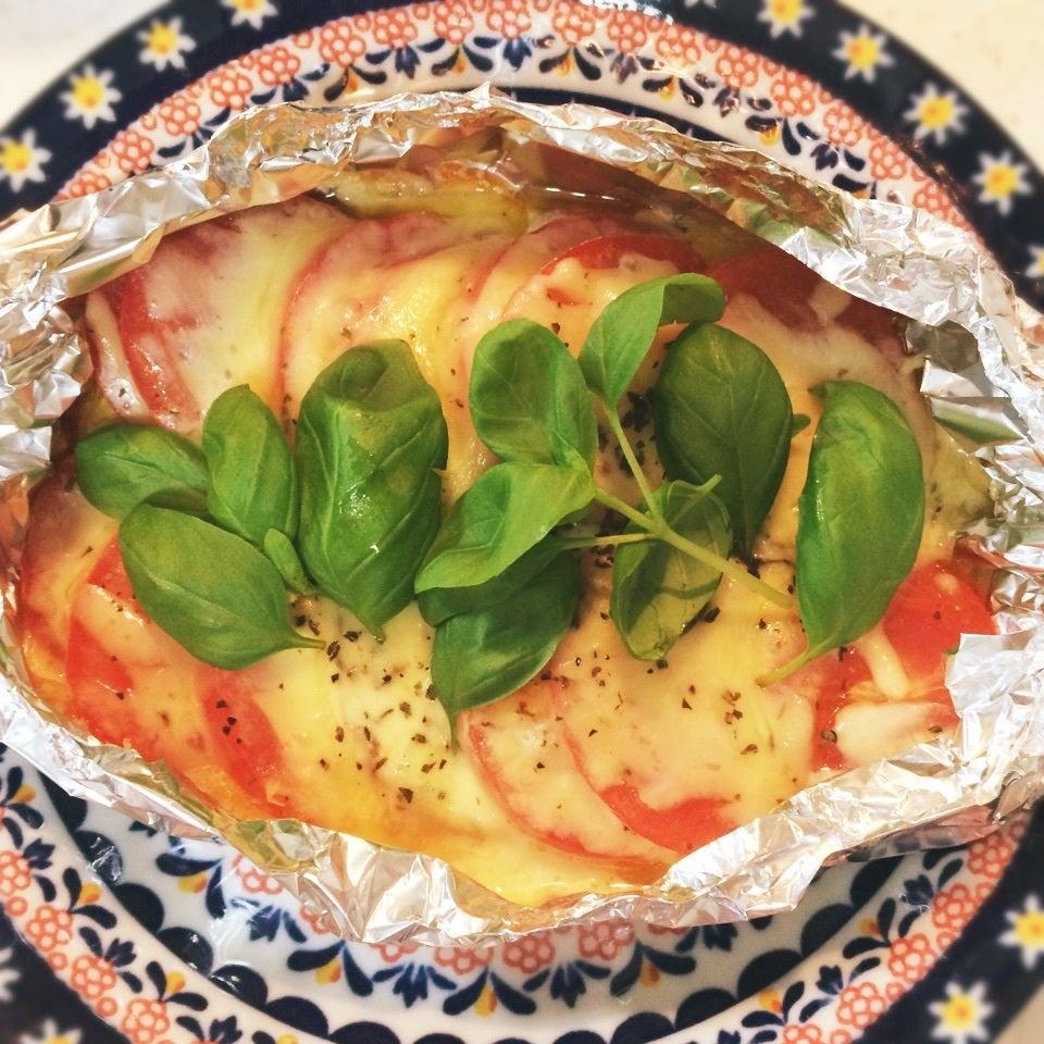 4. ピザチーズで簡単ホットカプレーゼ