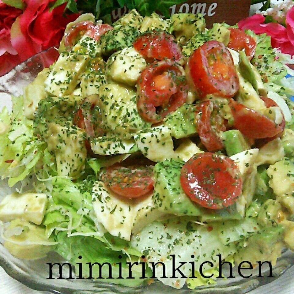 3. アボカドとトマトのモッツァレラチーズサラダ