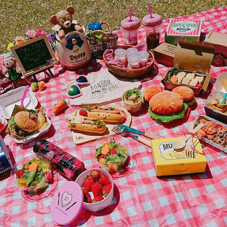 おしゃれなピクニックの様子