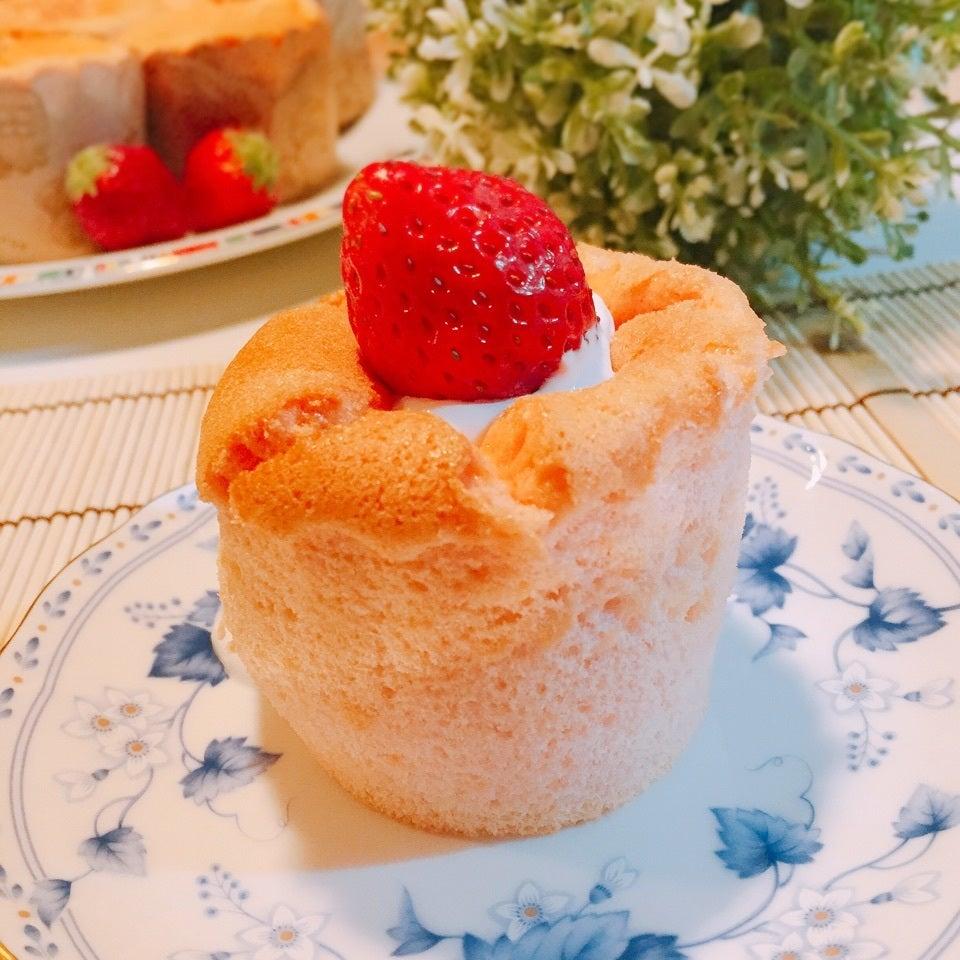 イチゴのカップシフォンケーキ