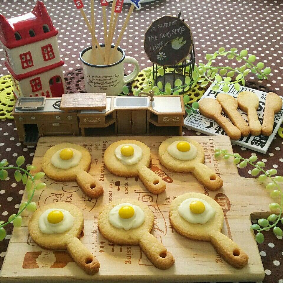 6つの目玉焼きクッキーの写真